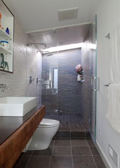Se la finestra si trova nella parete corrispondente alla doccia è ...