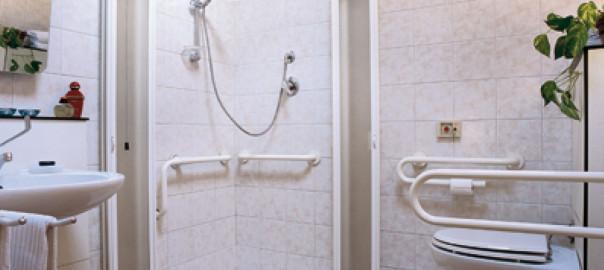 Realizzazione bagni per disabili quali agevolazioni - Porta bagno disabili ...