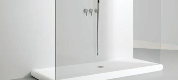 Piatto doccia lesionato ecco come ripararlo bagnolandia - Posare un piatto doccia ...