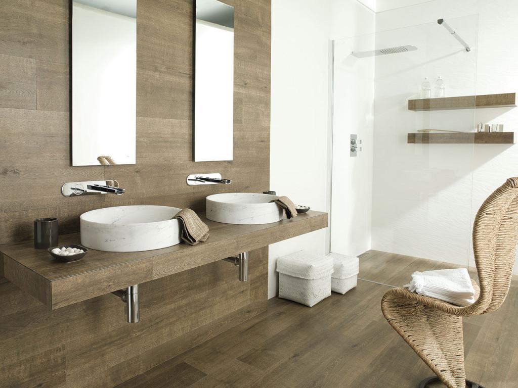 Rivestire il bagno in gres porcellanato bagnolandia - Rivestimento bagno legno ...