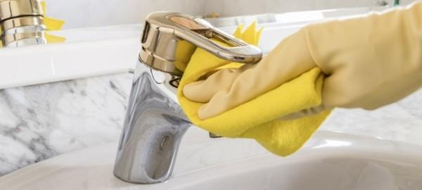 Come pulire i rubinetti del bagno bagnolandia - Come pulire le fughe del bagno ...