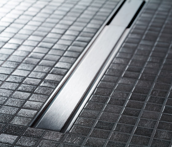 Doccia filo pavimento pro e contro bagnolandia - Doccia a pavimento mosaico ...