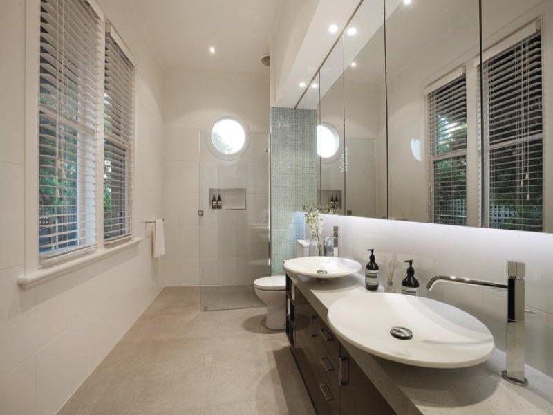 La miglior disposizione dei sanitari per il bagno bagnolandia - Idee per rivestire un bagno ...