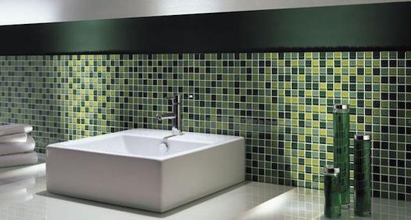 Rivestimento del bagno in mosaico bagnolandia - Posa mosaico bagno ...
