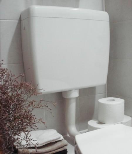 La cassetta wc perde acqua come ripararla bagnolandia - Cassetta scarico acqua bagno ...