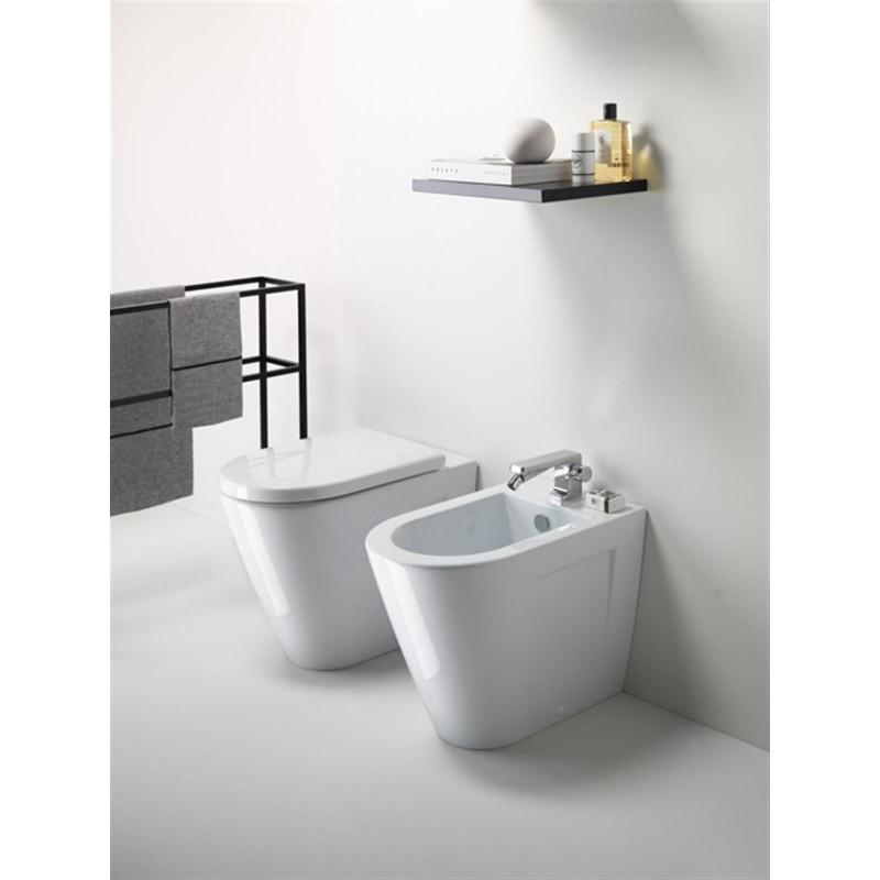 Gsi norm 55 wc scarico a parete 55x36 lucido bagnolandia for Scarico wc a parete