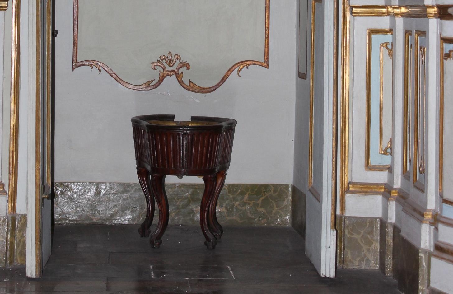 Il bidet nella Reggia di Caserta (fonte: https://www.besidebathrooms.com/)