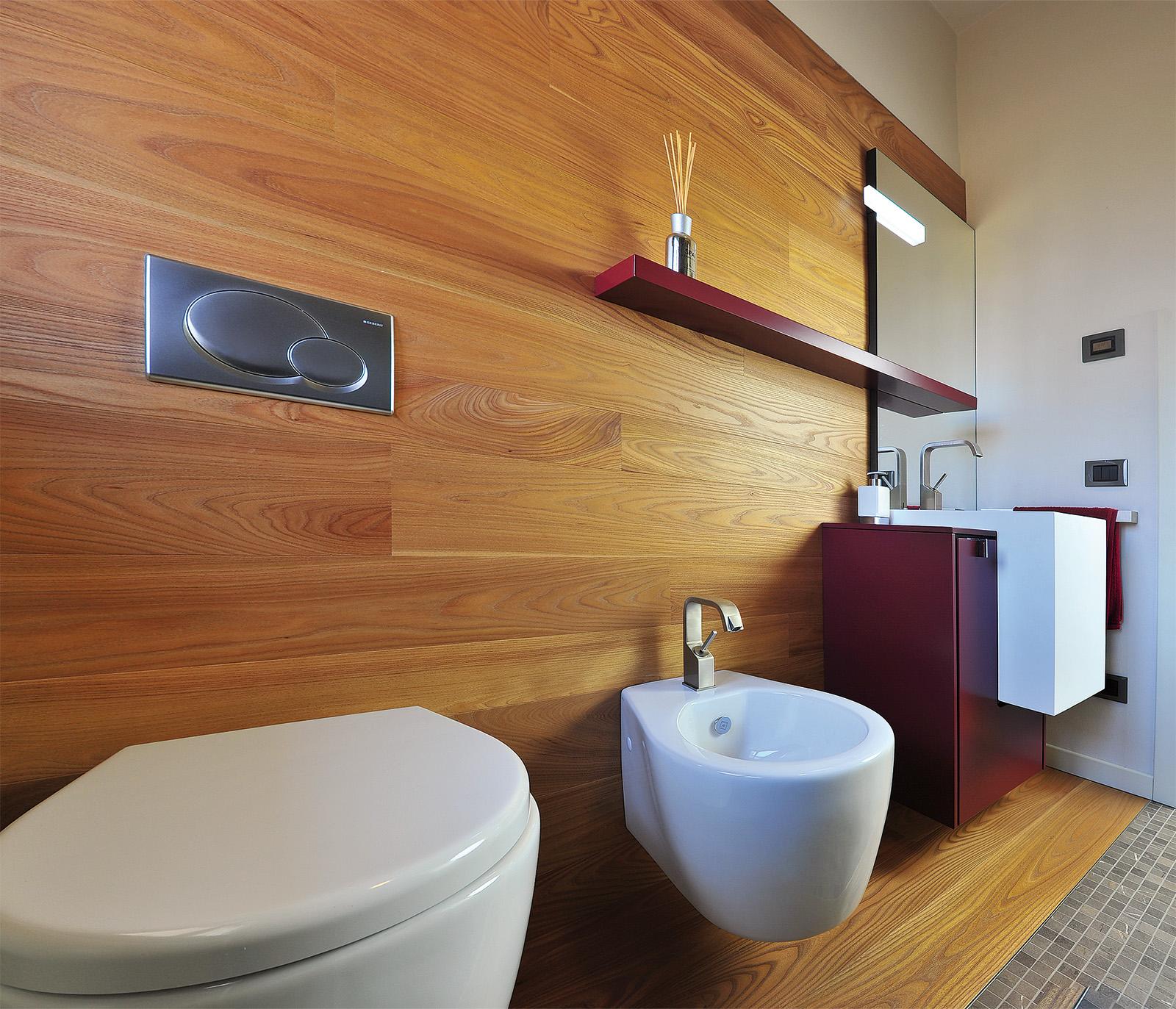 Rivestimento legno in bagno