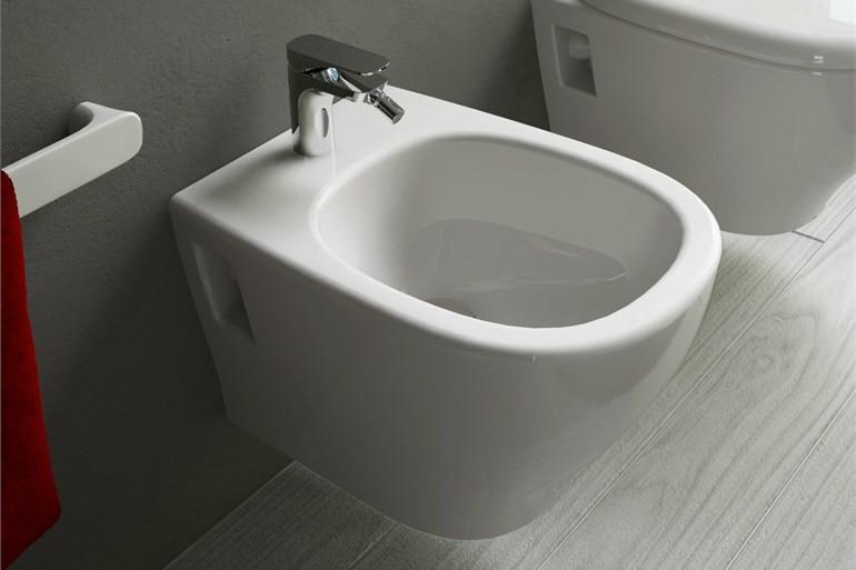 Bidet con rubinetto