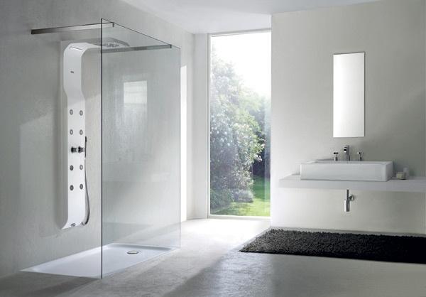 Bagno con doccia davanti finestra design per la casa sokolvineyard.com