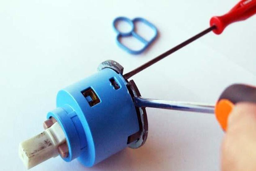 Come montare e sostituire i rubinetti del bidet